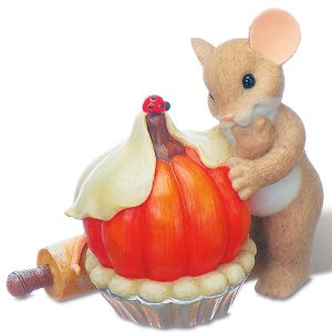 Mouse with Pumpkin Pie by Charming Tails®